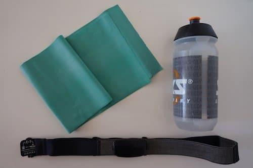 Wasserflasche und Pulsgurt für Ergometertraining