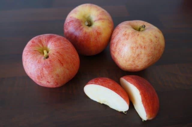 Mehrere rote Äpfel